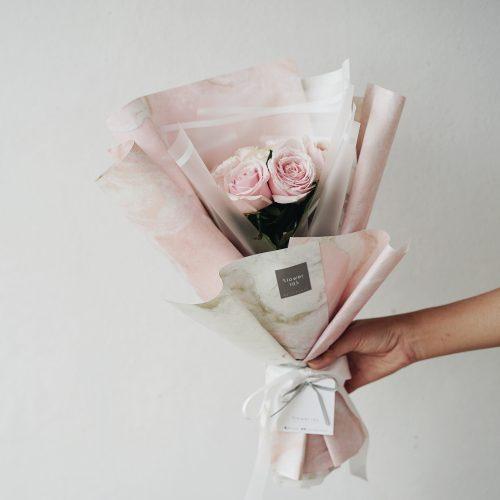 ช่อดอกไม้ ดอกกุหลาบ สีชมพู pink rose