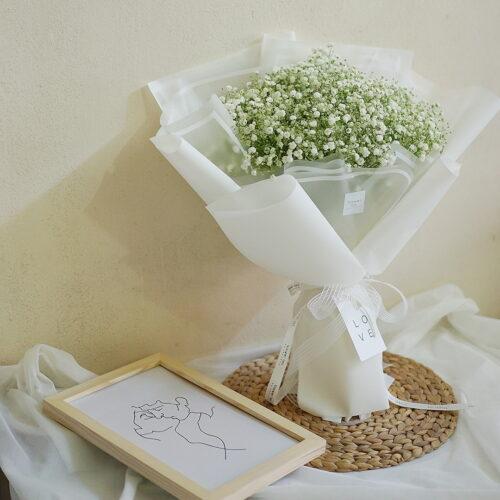 ช่อดอกไม้ ดอกยิปโซ ดอกยิปซี สีขาว จากร้านดอกไม้ Flowerlab by Chanana