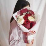 ช่อดอกไม้วาเลนไทน์ ดอกกุหลาบสีแดง ดอกกุหลาบสีขาว ช่อดอกไม้สวยๆ จากร้านดอกไม้ Flowerlab by Chanana V6