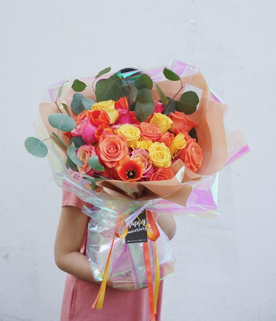 ช่อดอกกุหลาบคละสี สีส้ม สีเหลือง สีแดง สีชมพู