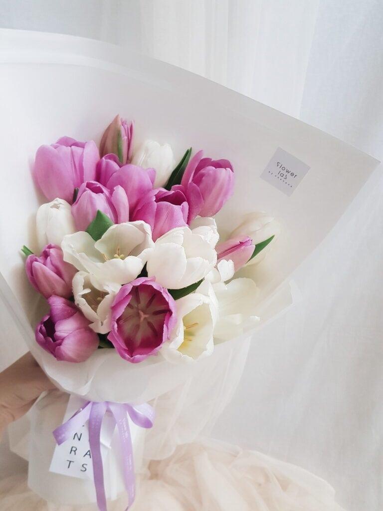 ช่อดอกทิวลิปสีชมพู สีขาว